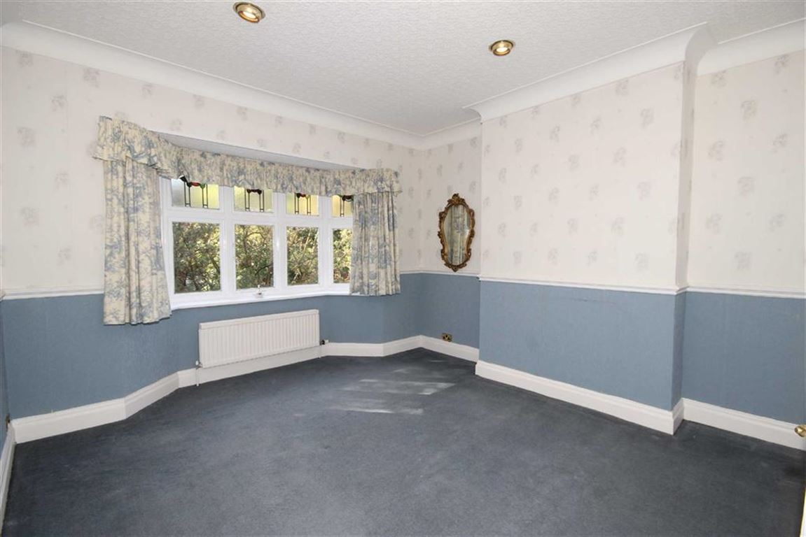 4 Bedroom House Offer Made Brackley Road Image $key