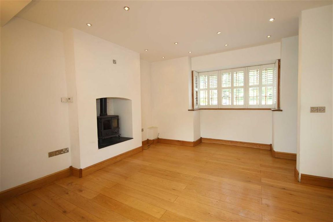3 Bedroom Mid Terrace House Offer Made The Green Image $key