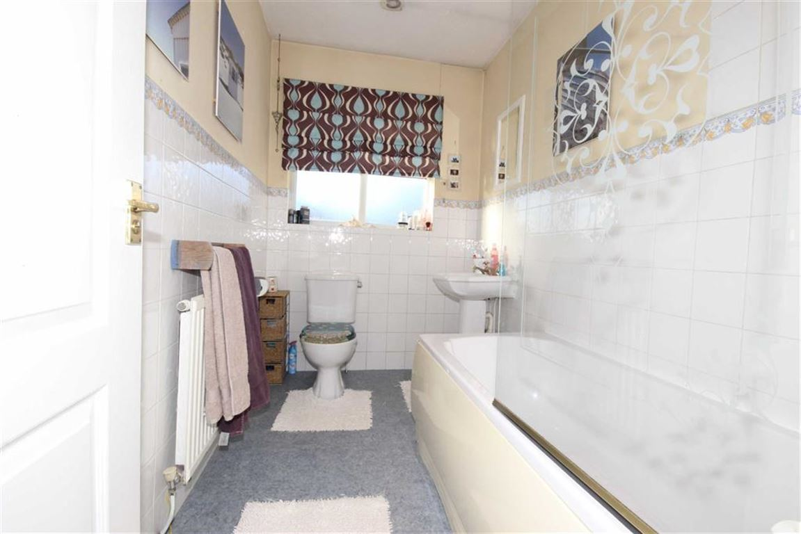3 Bedroom Semi-detached House For Sale Redpoll Close Image $key
