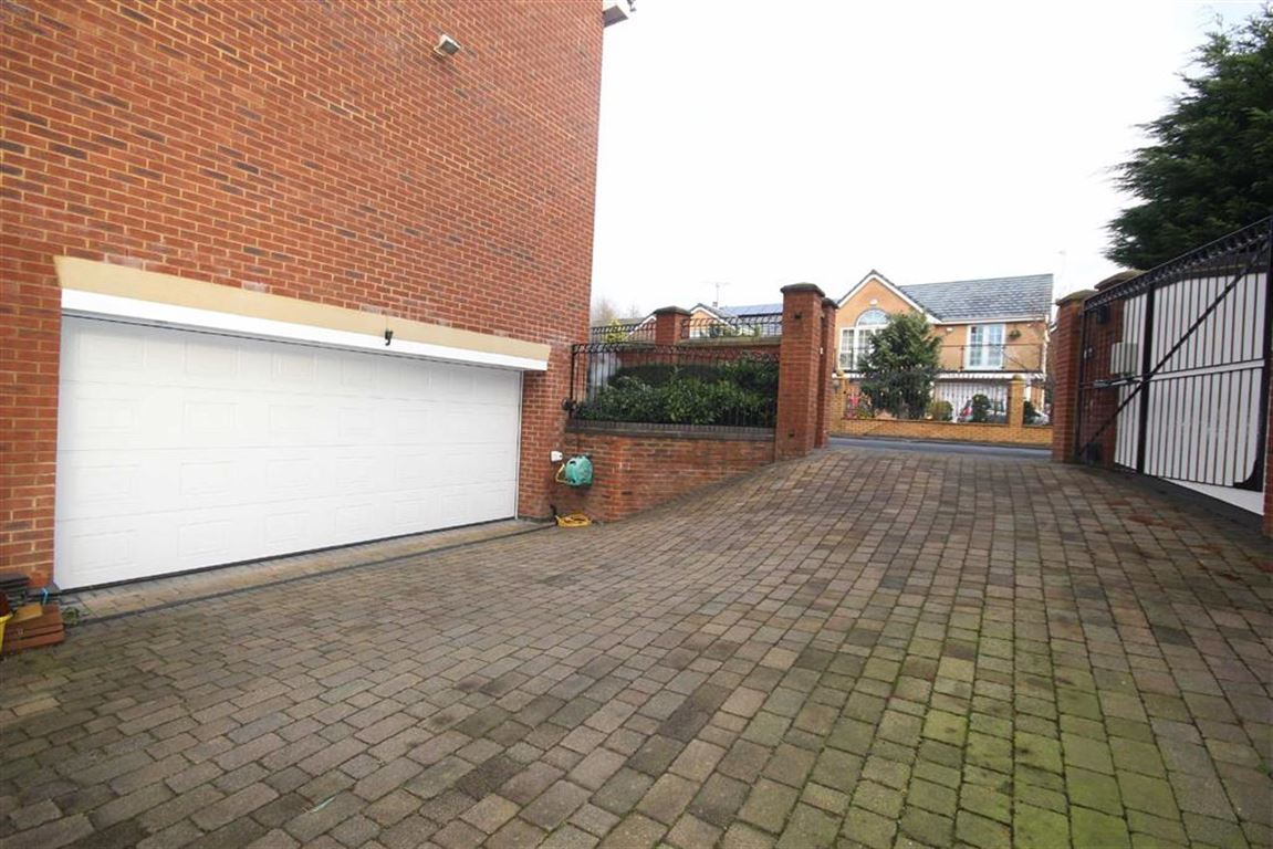 6 Bedroom Detached House For Sale Drywood Avenue Image $key