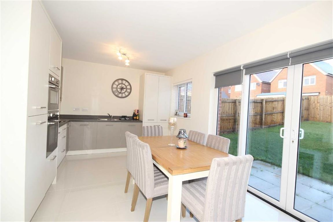 4 Bedroom Detached House Sold Subject to Contract Dowley Gap Road Image $key