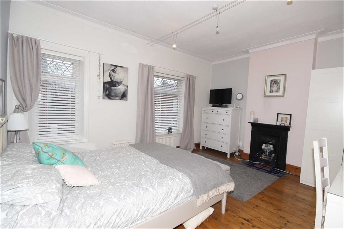 3 Bedroom End Terrace House Sold Subject to Contract Gordon Road Image $key