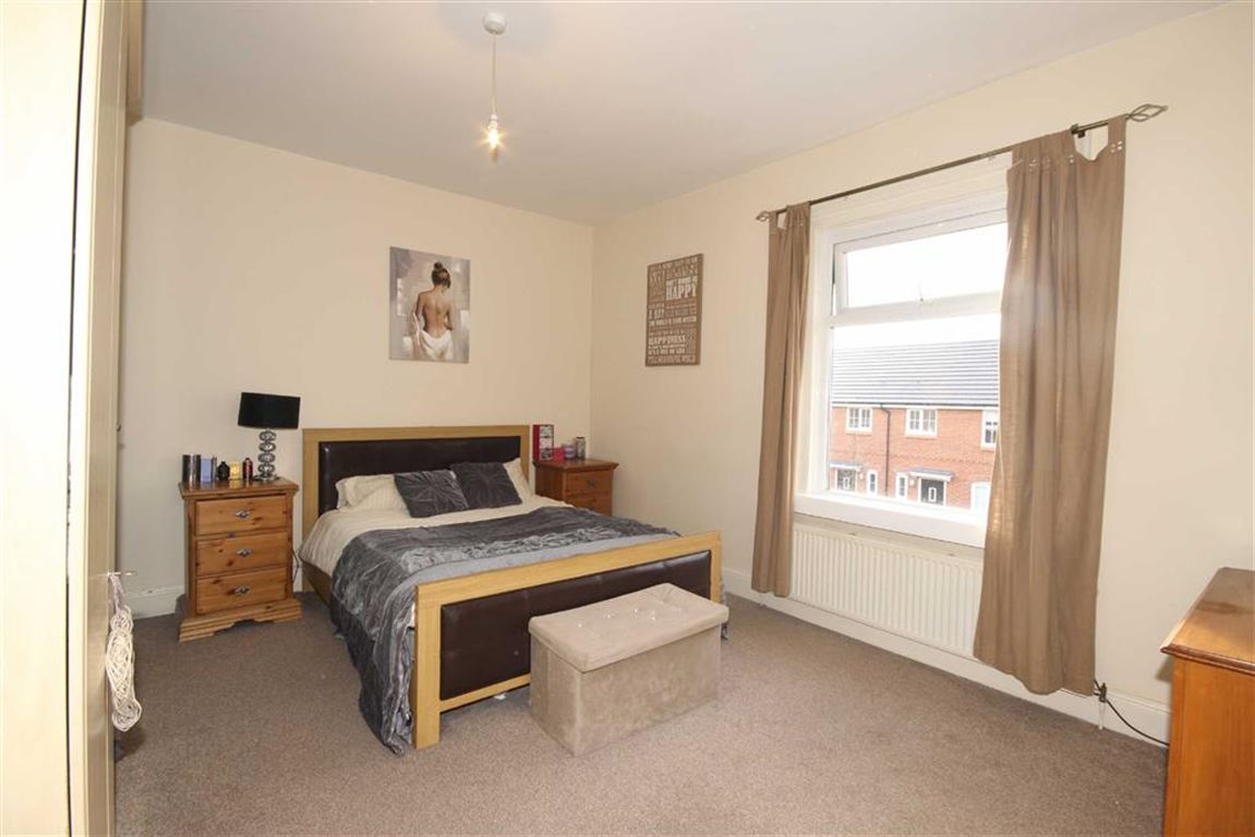 2 Bedroom End Terrace House Sold Subject to Contract Holyoake Road Image $key