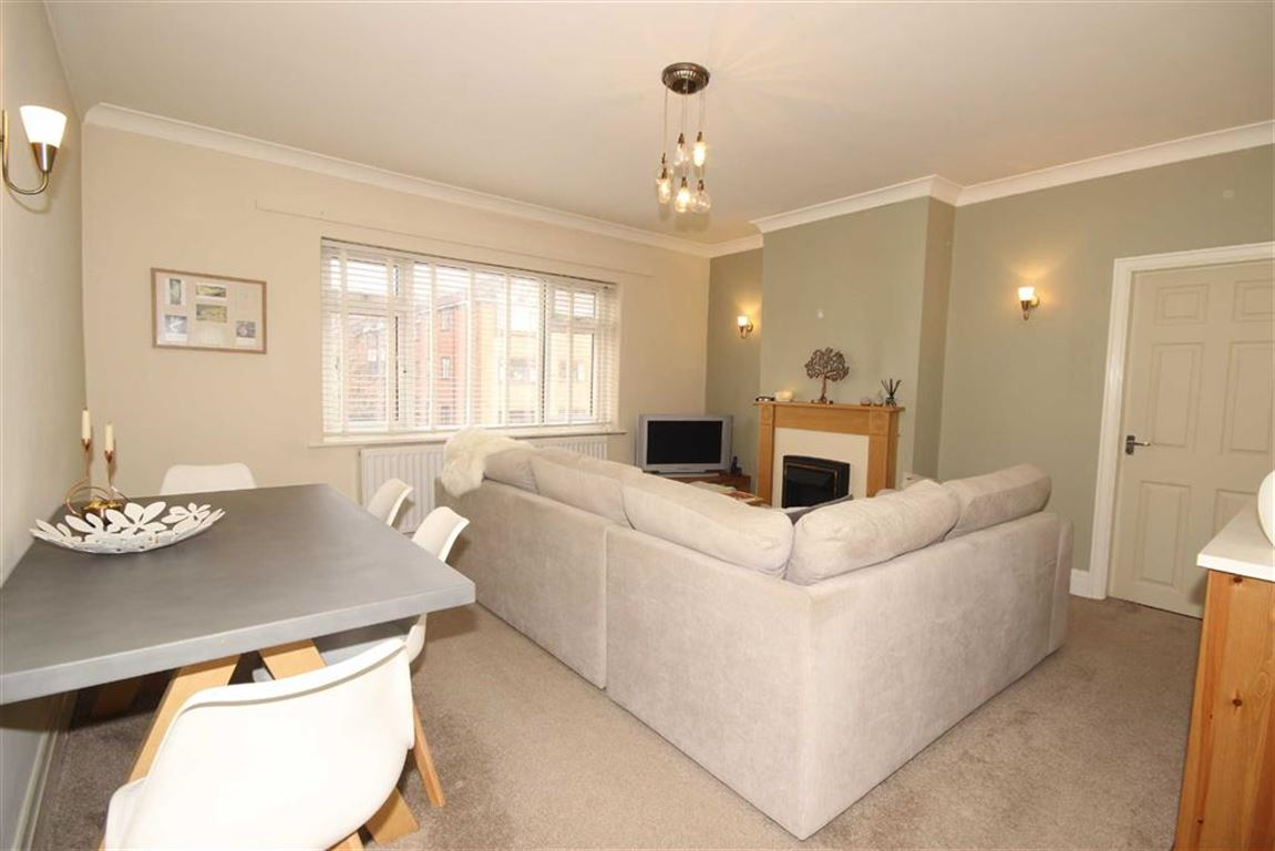 2 Bedroom Apartment Let Agreed Monton Road Image $key