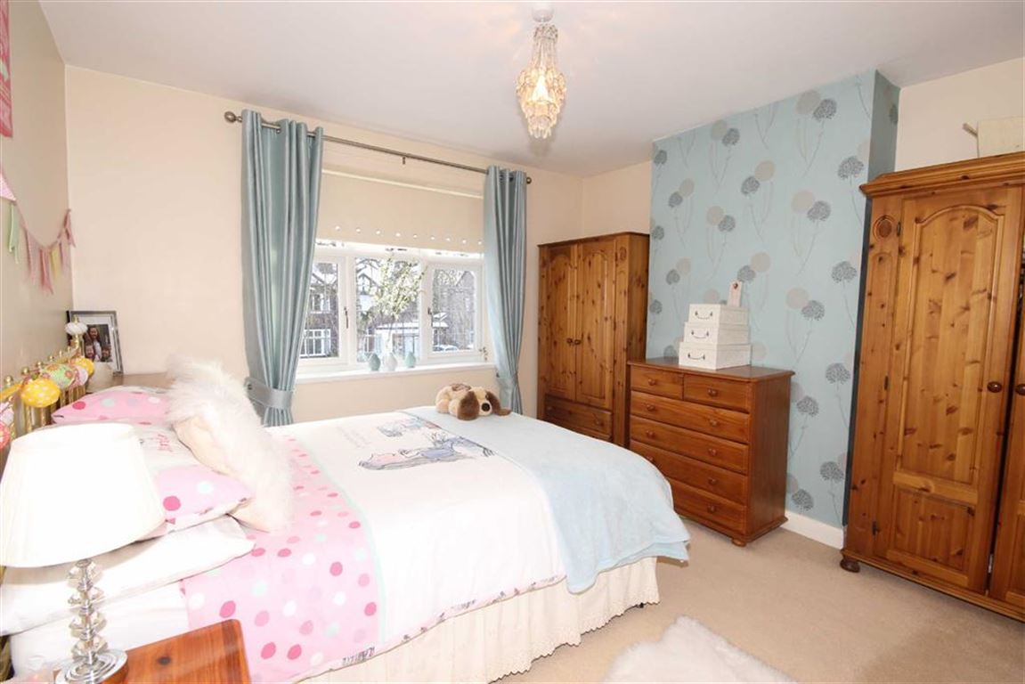 4 Bedroom Semi-detached House For Sale Granary Lane Image $key