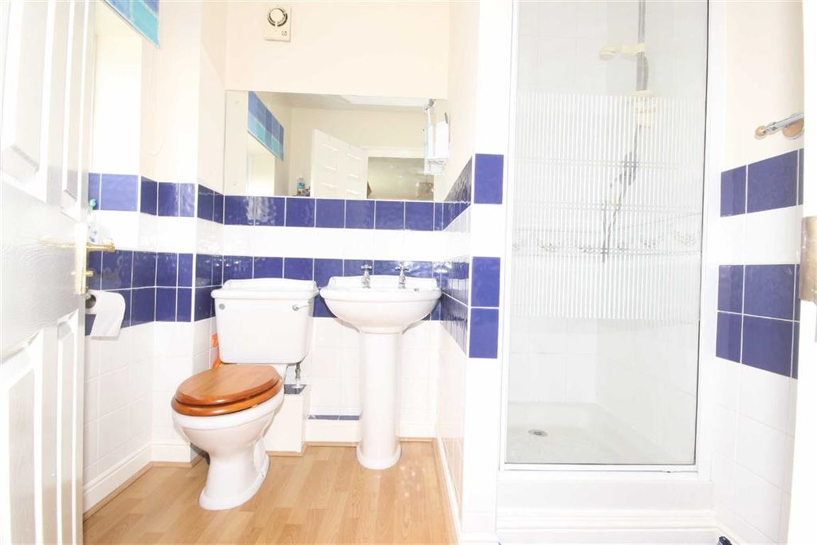 3 Bedroom Detached House Let Agreed Ladyhill View Image $key
