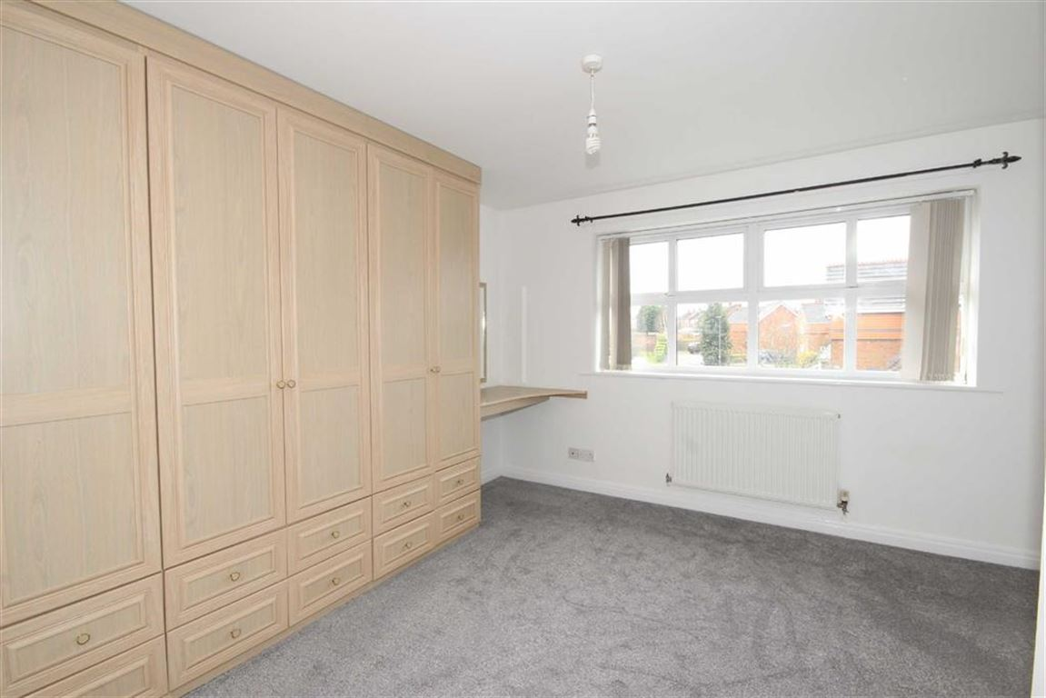 4 Bedroom Detached House For Sale Highcrest Grove Image $key