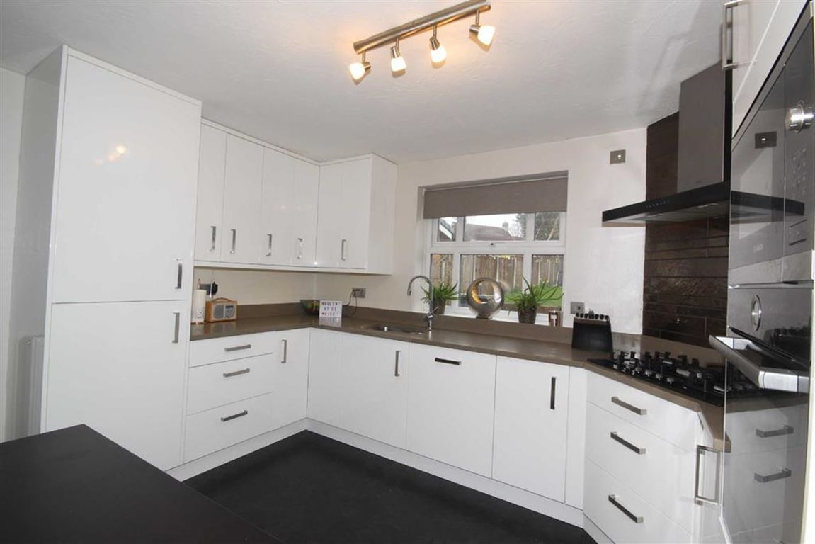 4 Bedroom Detached House For Sale Boothshall Way Image $key