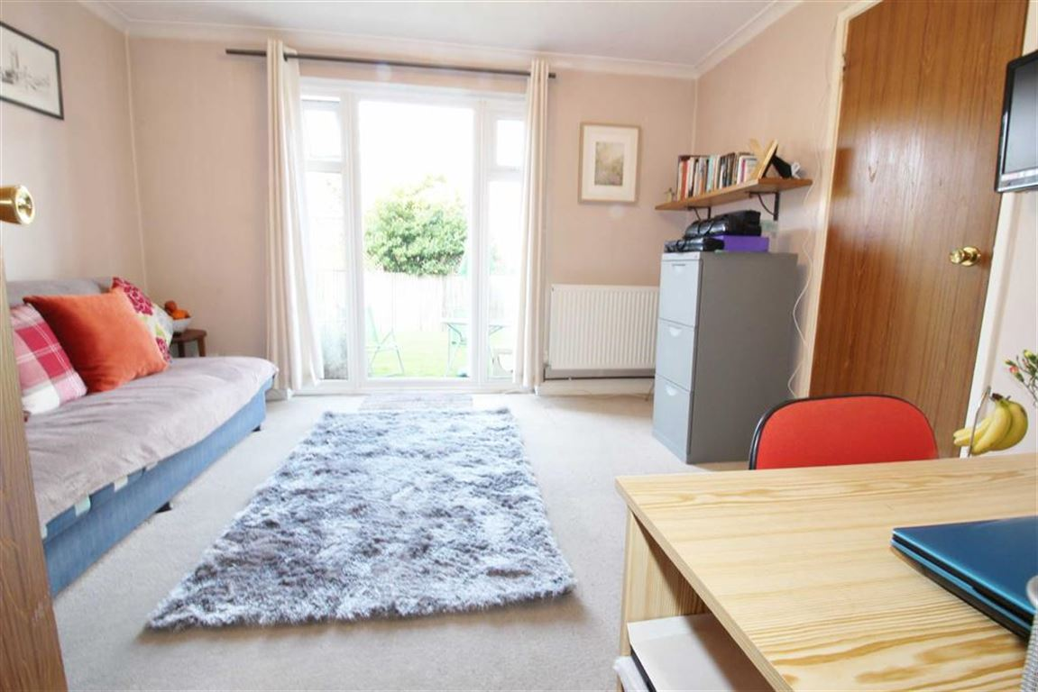 1 Bedroom Flat for sale in Mayford Close, Beckenham, BR3