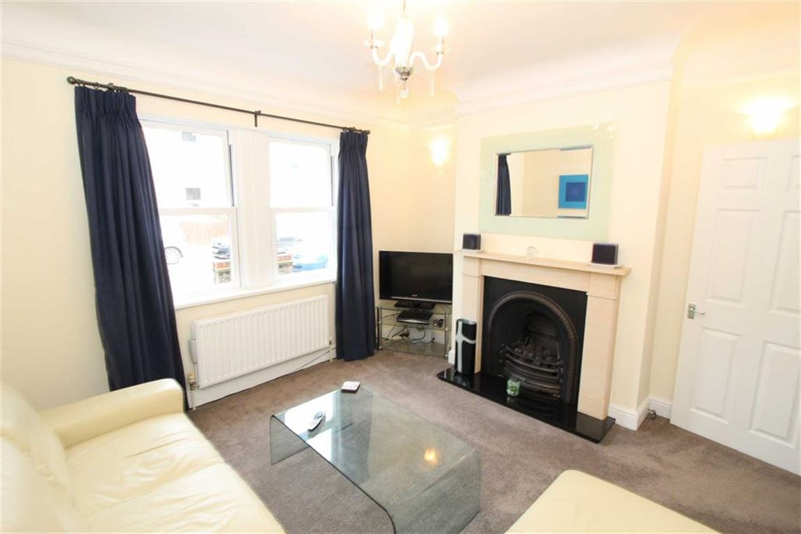 3 Bedrooms Semi Detached House for sale in Blandford Avenue, Beckenham, BR3