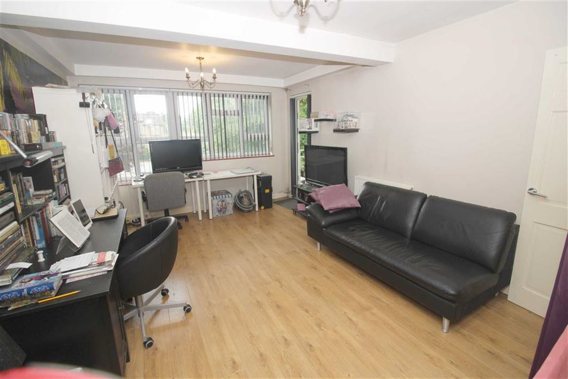 2 Bedrooms Property for sale in The Chestnuts, Gwydor Road, Beckenham, BR3