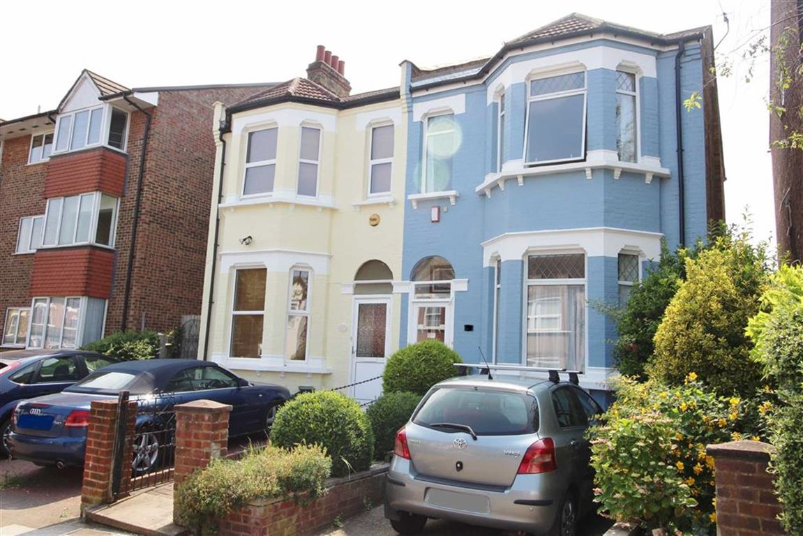 3 Bedrooms Semi Detached House for sale in Mackenzie Road, Beckenham, BR3