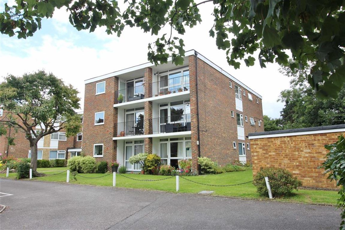 2 Bedrooms Flat for sale in Hillworth, Court Downs Road, Beckenham, BR3