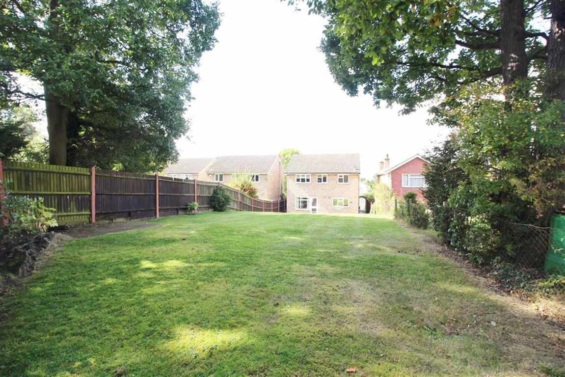 4 Bedrooms Detached House for sale in White Oak Drive, Beckenham, BR3