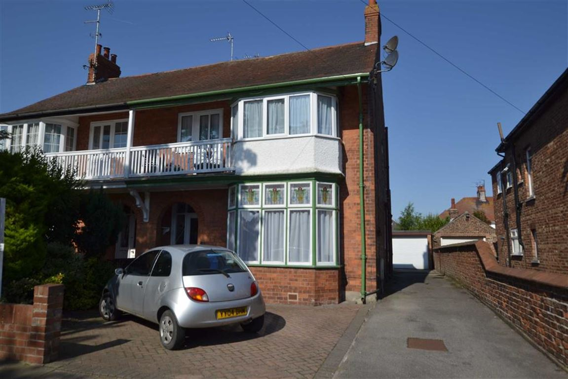 2 Bedrooms Property for sale in Cardigan Road, Bridlington, East Yorkshire, YO15