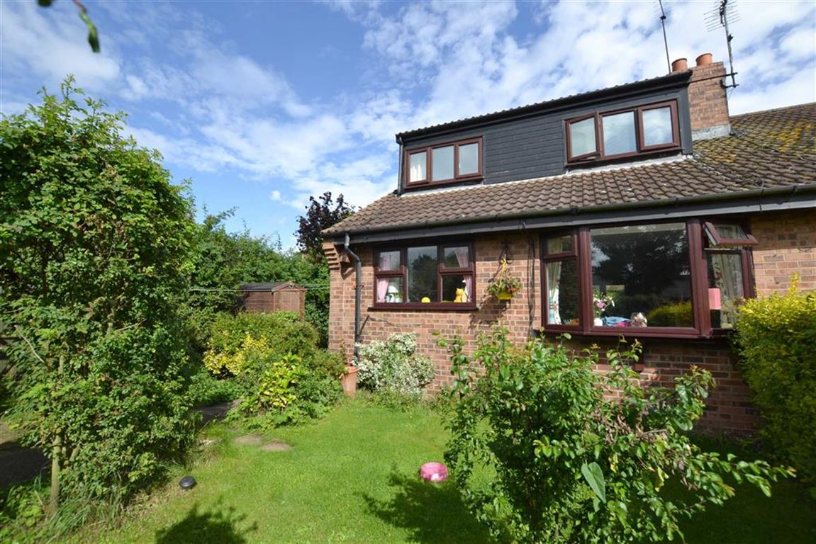 2 Bedrooms Semi Detached Bungalow for sale in Main Street, Beeford, East Yorkshire, YO25