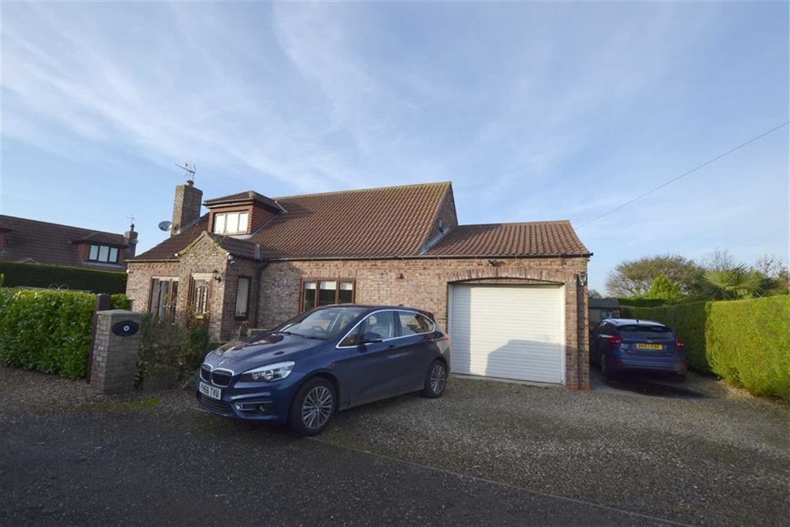 3 Bedrooms Detached Bungalow for sale in South Sea Road South, Flamborough, YO15