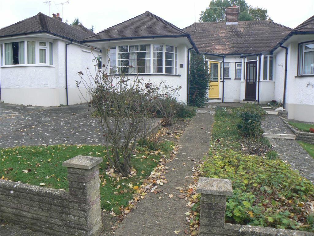 2 Bedrooms Semi Detached Bungalow for sale in St Leonards Rise, Orpington