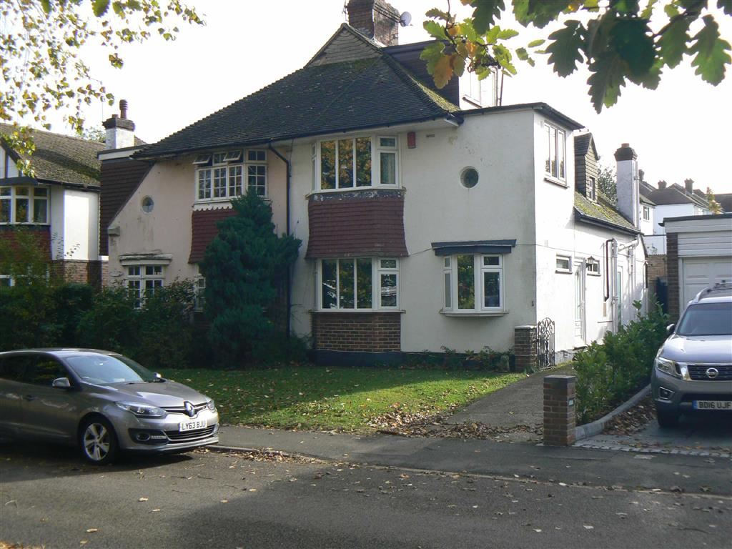 3 Bedrooms Semi Detached House for sale in Gleeson Drive, Orpington