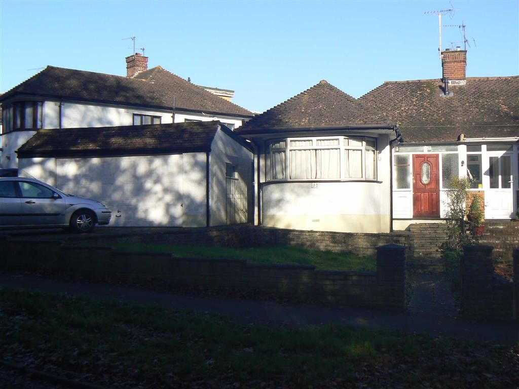 2 Bedrooms Semi Detached Bungalow for sale in Pinewood Drive, Orpington