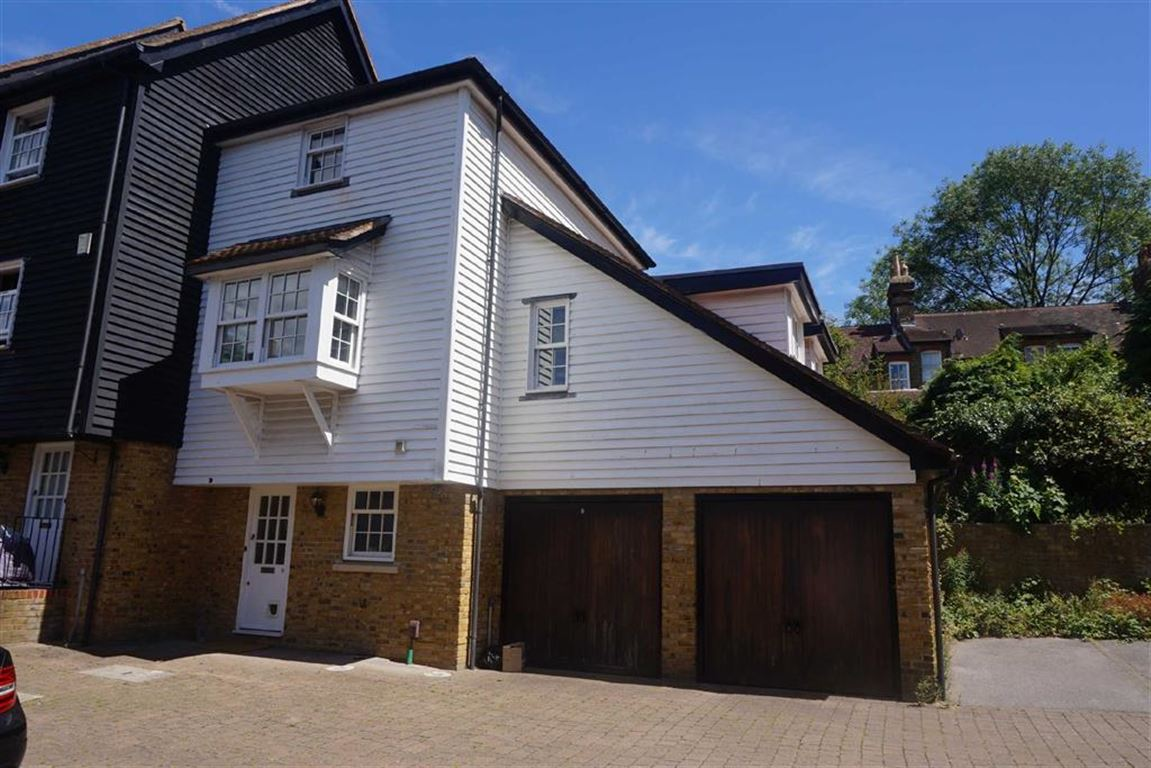 3 Bedrooms Town House for rent in Eugenie Mews, Chislehurst
