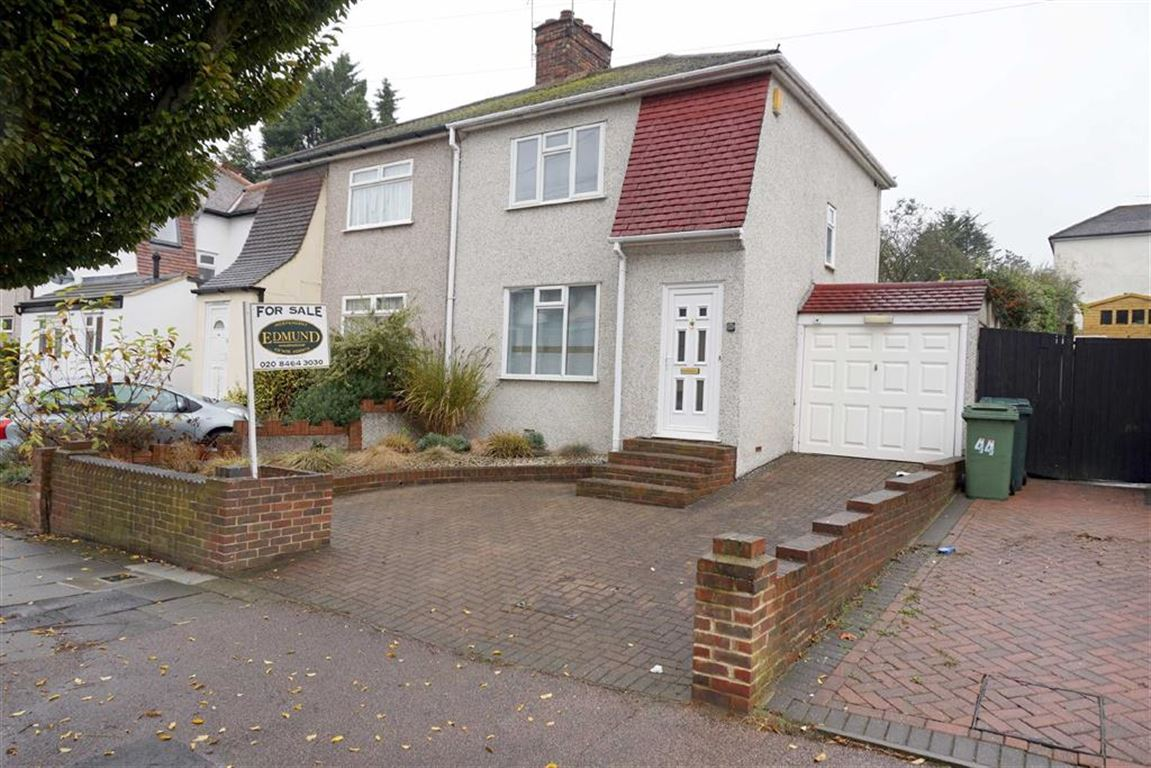 3 Bedrooms Semi Detached House for sale in Walden Avenue, Chislehurst
