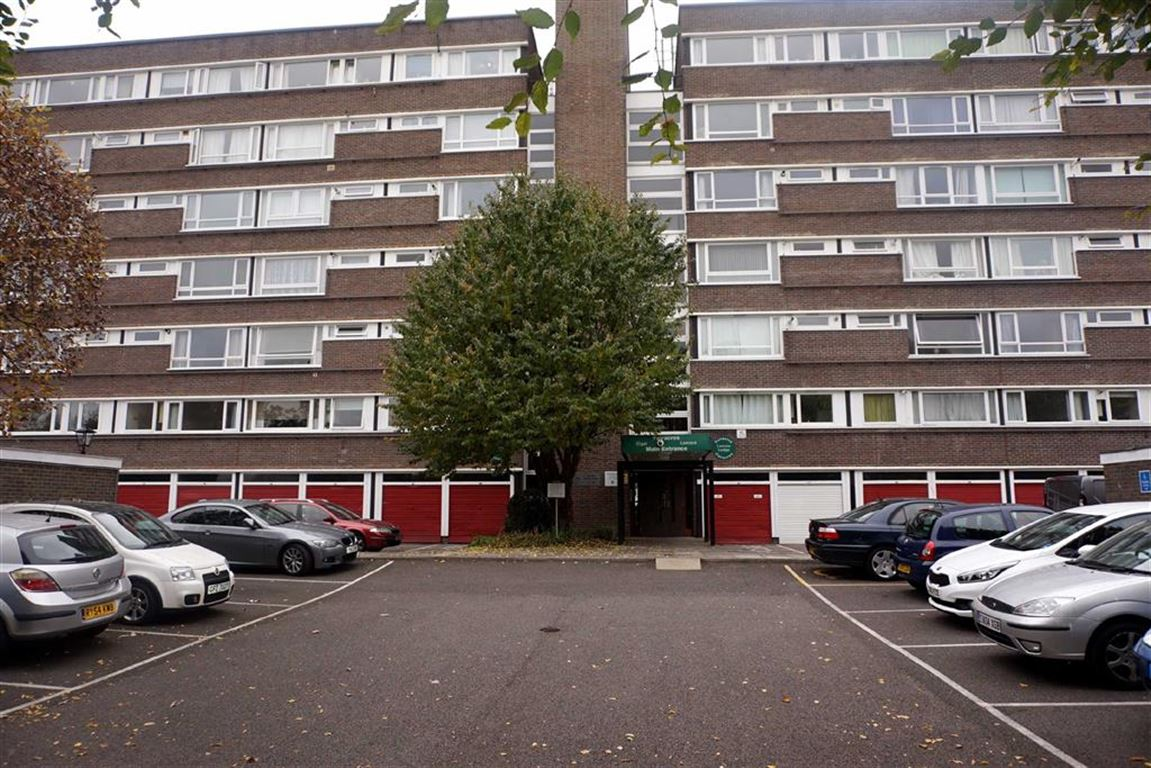 2 Bedrooms Flat for sale in Lemare Lodge, Fair Acres, Bromley