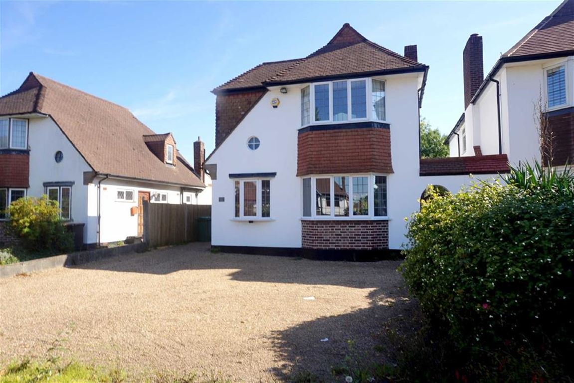 3 Bedrooms Detached House for sale in Bromley Common, Bromley