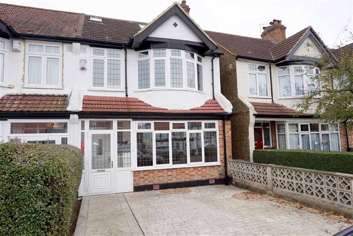 4 Bedrooms End Of Terrace House for sale in Southlands Road, Bromley