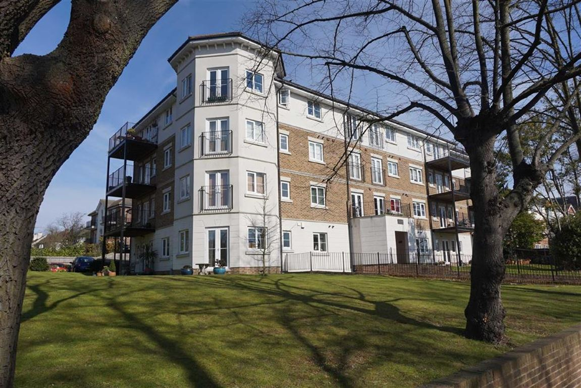 3 Bedrooms Flat for sale in Norfolk House, 86 Westmoreland Road, Bromley