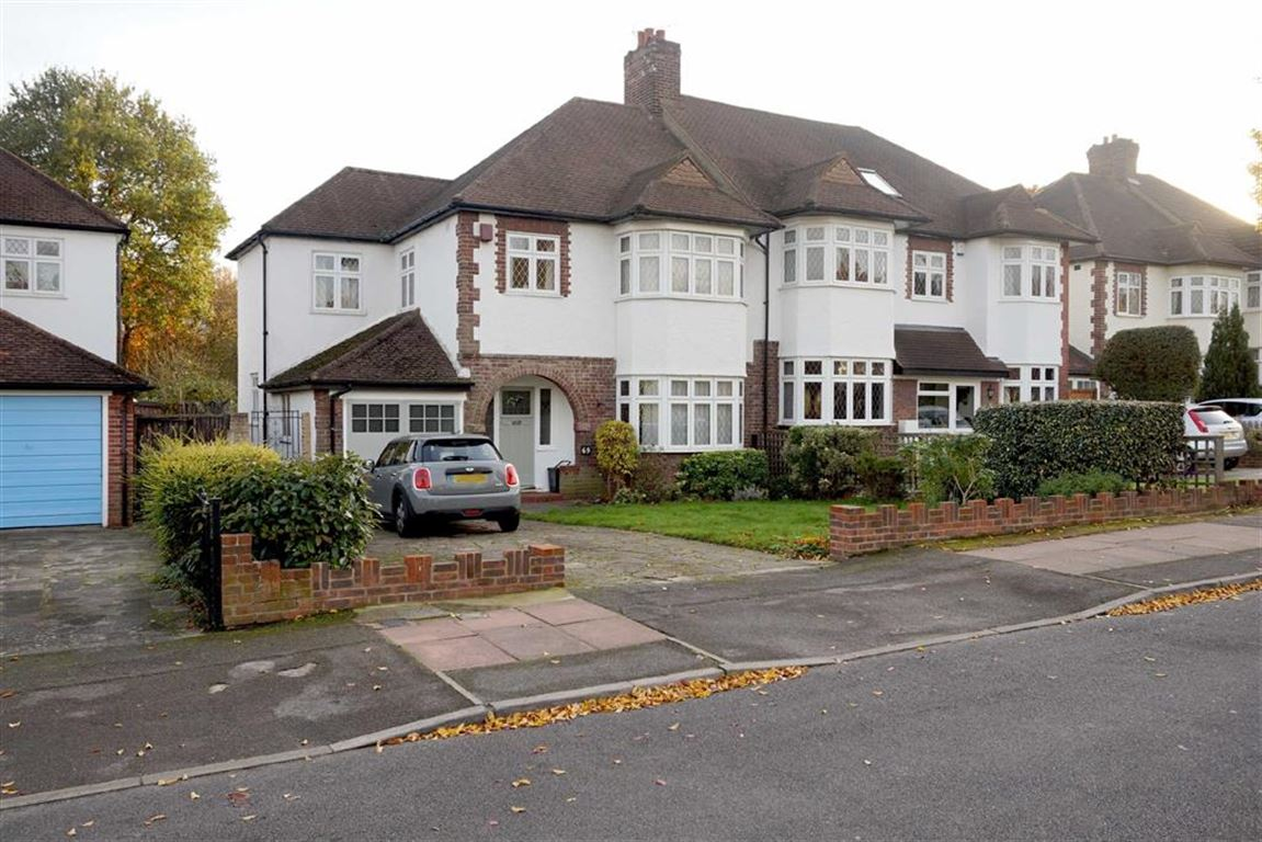 4 Bedrooms Semi Detached House for sale in Cumberland Road, Bromley