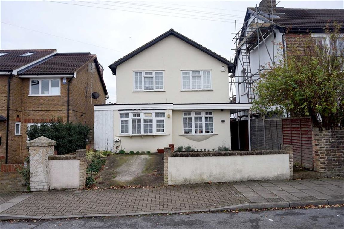 3 Bedrooms Detached House for sale in Bloomfield Road, Bromley