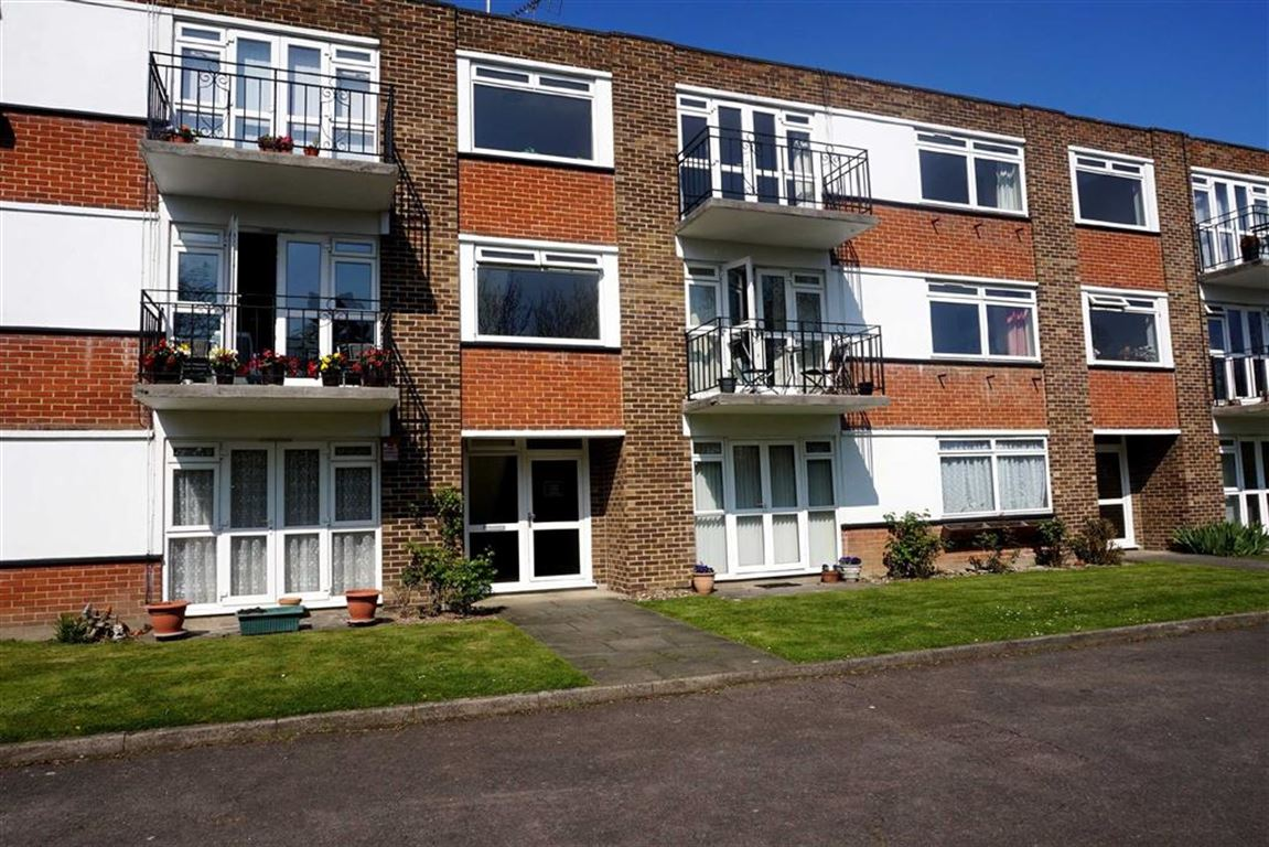 2 Bedrooms Flat for sale in Keswick Court, 78 Westmoreland Road, Bromley