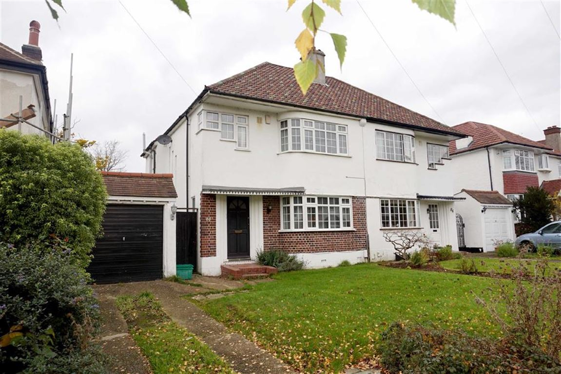 3 Bedrooms Semi Detached House for sale in Hayes Chase, West Wickham