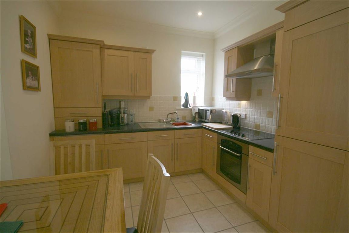 2 Bedrooms Apartment Flat for sale in Park Road, Hesketh Park, Southport