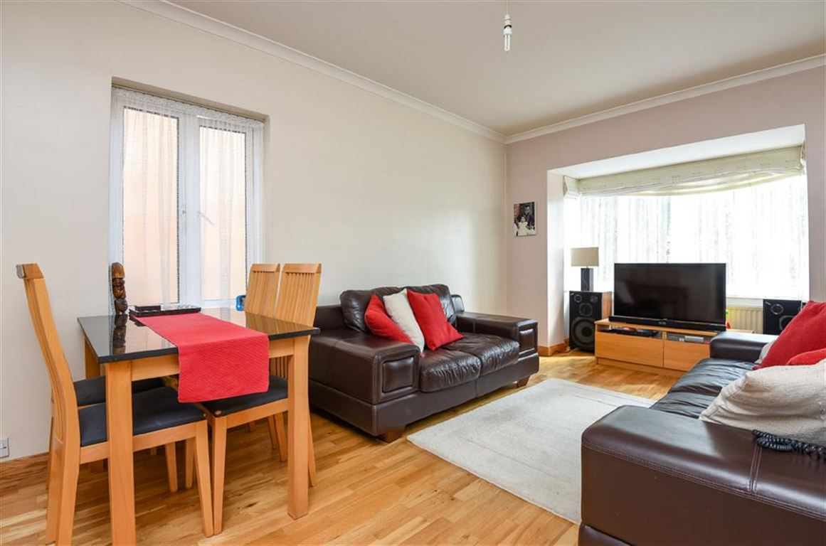 2 Bedrooms Flat for sale in Kingston Road, New Malden