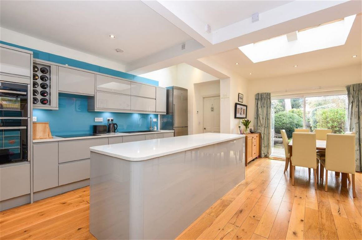 4 Bedrooms Semi Detached House for sale in Kings Road, Kingston Upon Thames