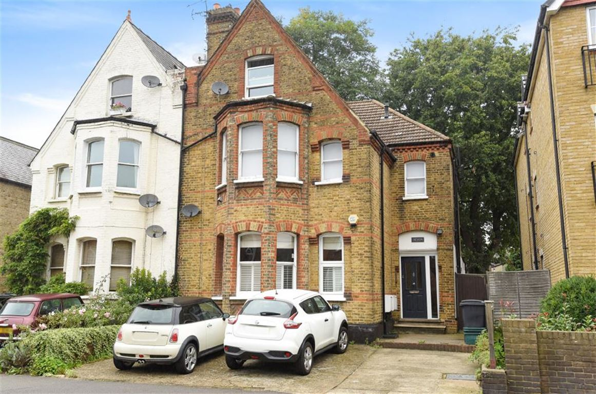 2 Bedrooms Flat for sale in Birkenhead Avenue, Kingston Upon Thames