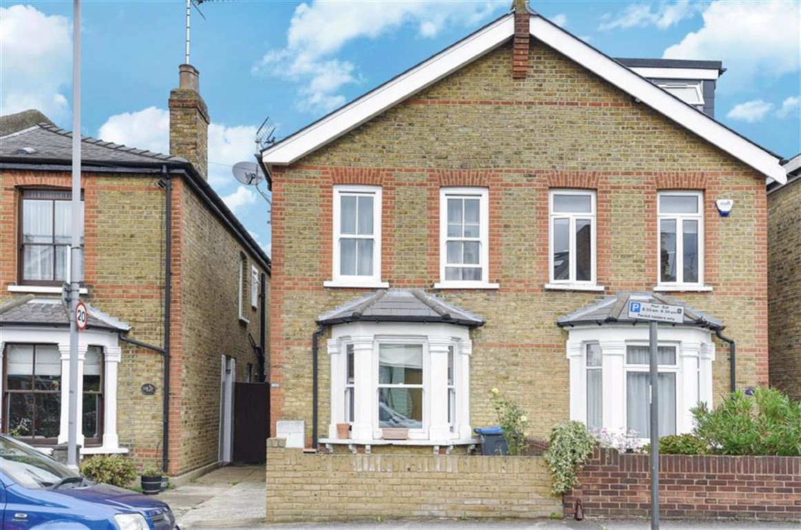 3 Bedrooms Semi Detached House for sale in Shortlands Road, Kingston Upon Thames