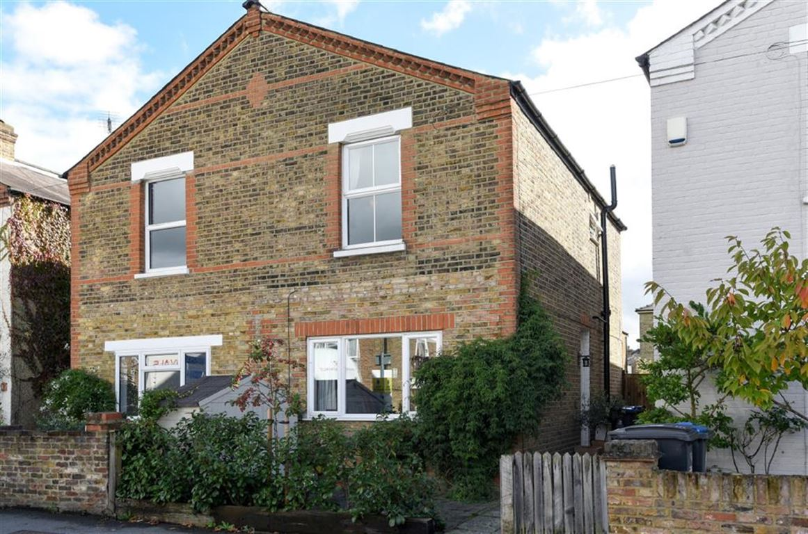 3 Bedrooms Semi Detached House for sale in Elm Road, Kingston Upon Thames