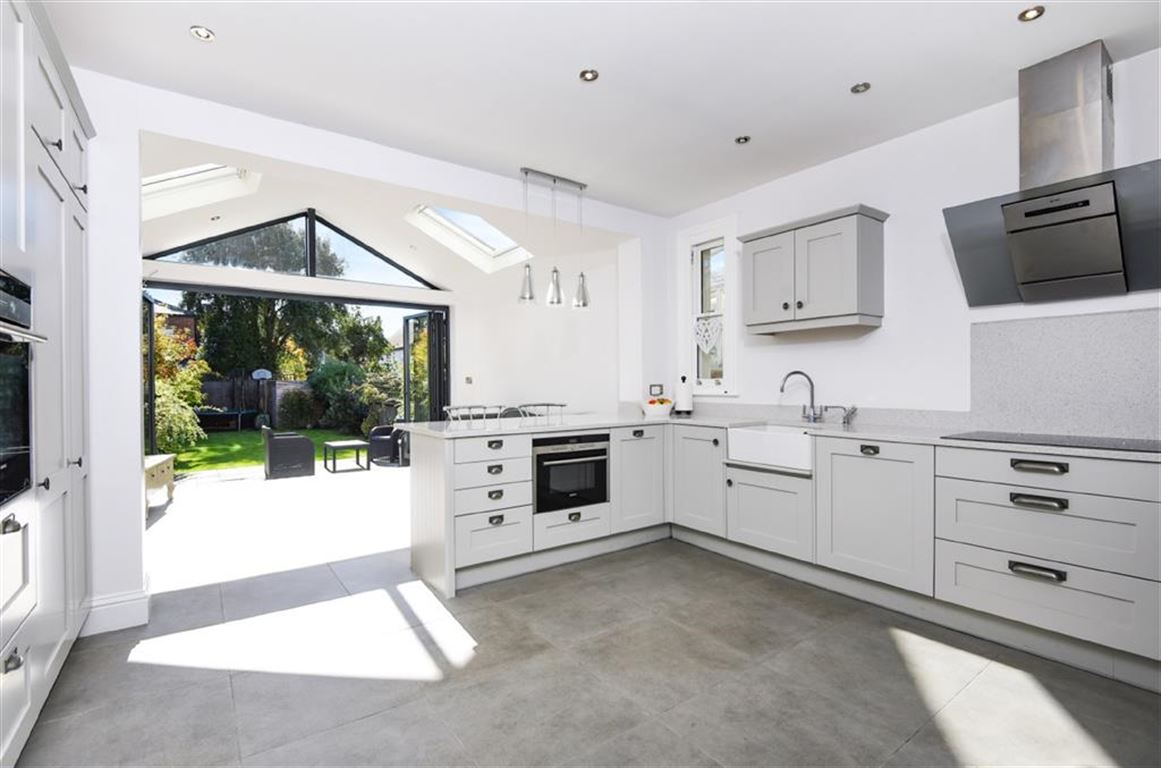 5 Bedrooms Detached House for sale in Durlston Road, Kingston Upon Thames
