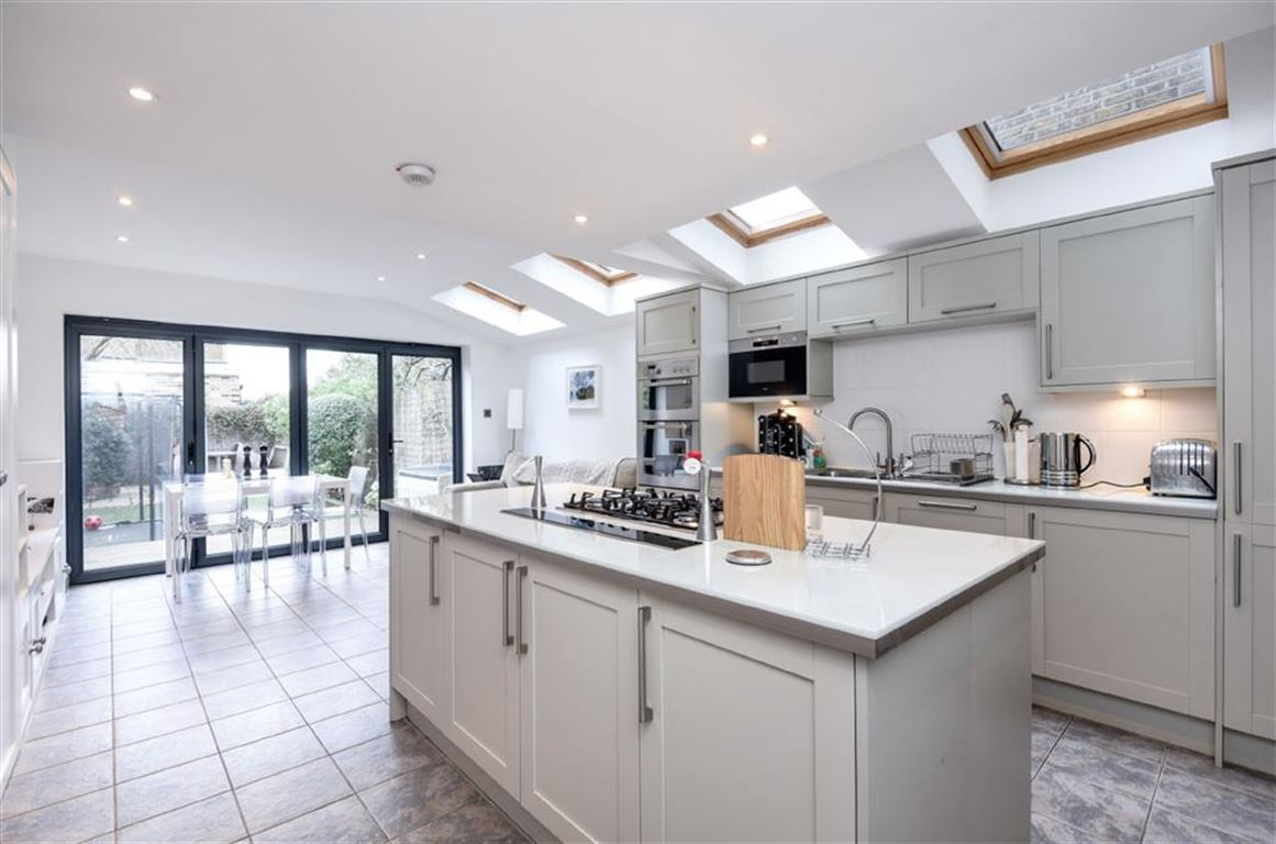 4 Bedrooms Terraced House for sale in Elton Road, Kingston Upon Thames