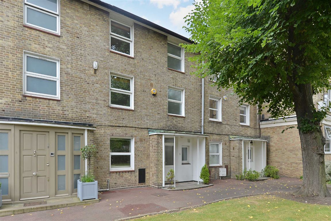 5 Bedrooms House for sale in Court Close, London, NW8