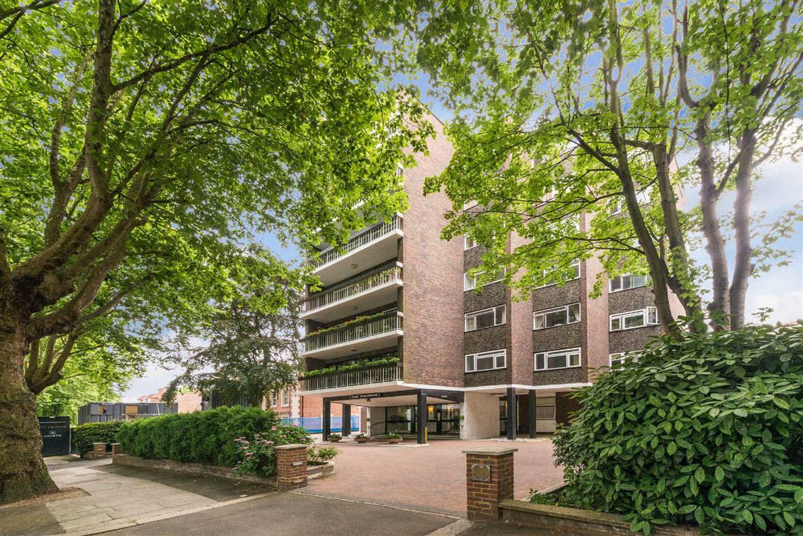 4 Bedrooms Flat for sale in The Polygon, London, NW8
