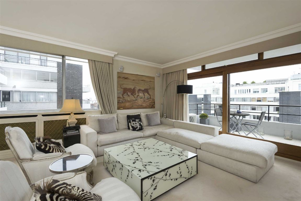 3 Bedrooms Flat for sale in London House, St John's Wood, NW8