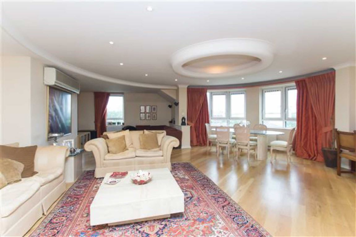 3 Bedrooms Flat for sale in Regents Plaza, London, NW6
