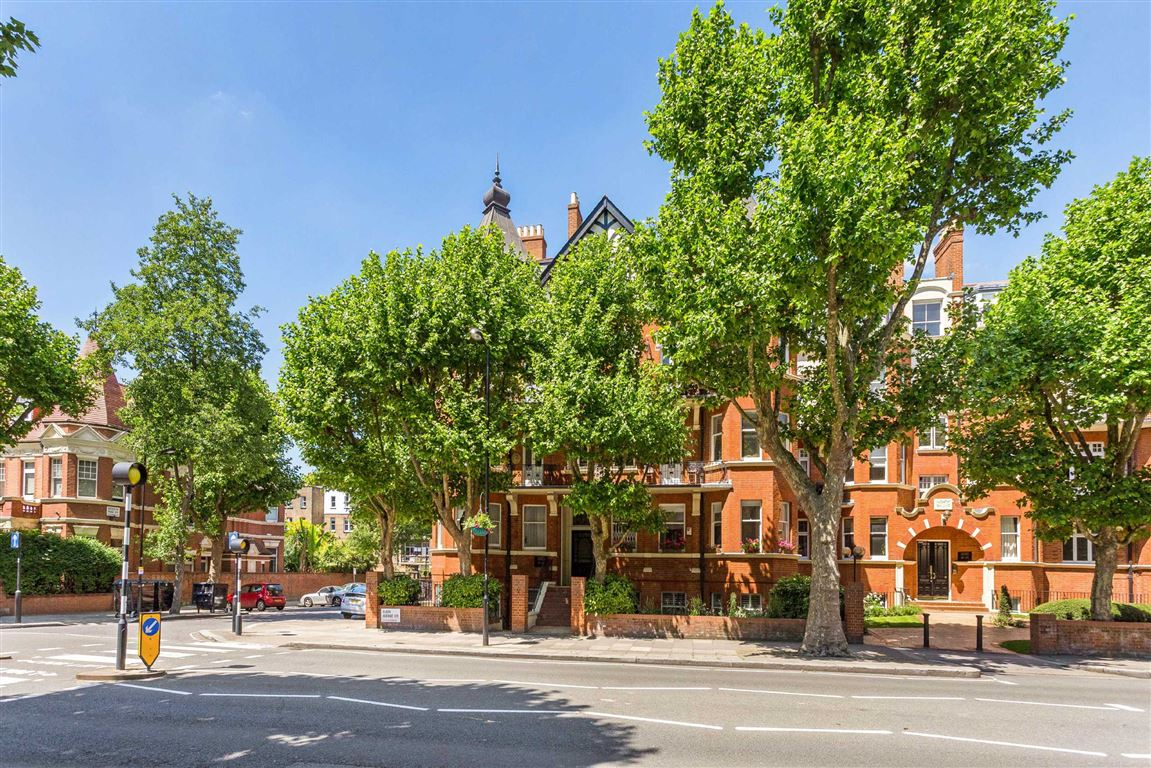 4 Bedrooms Flat for sale in Ashworth Mansions, London, W9