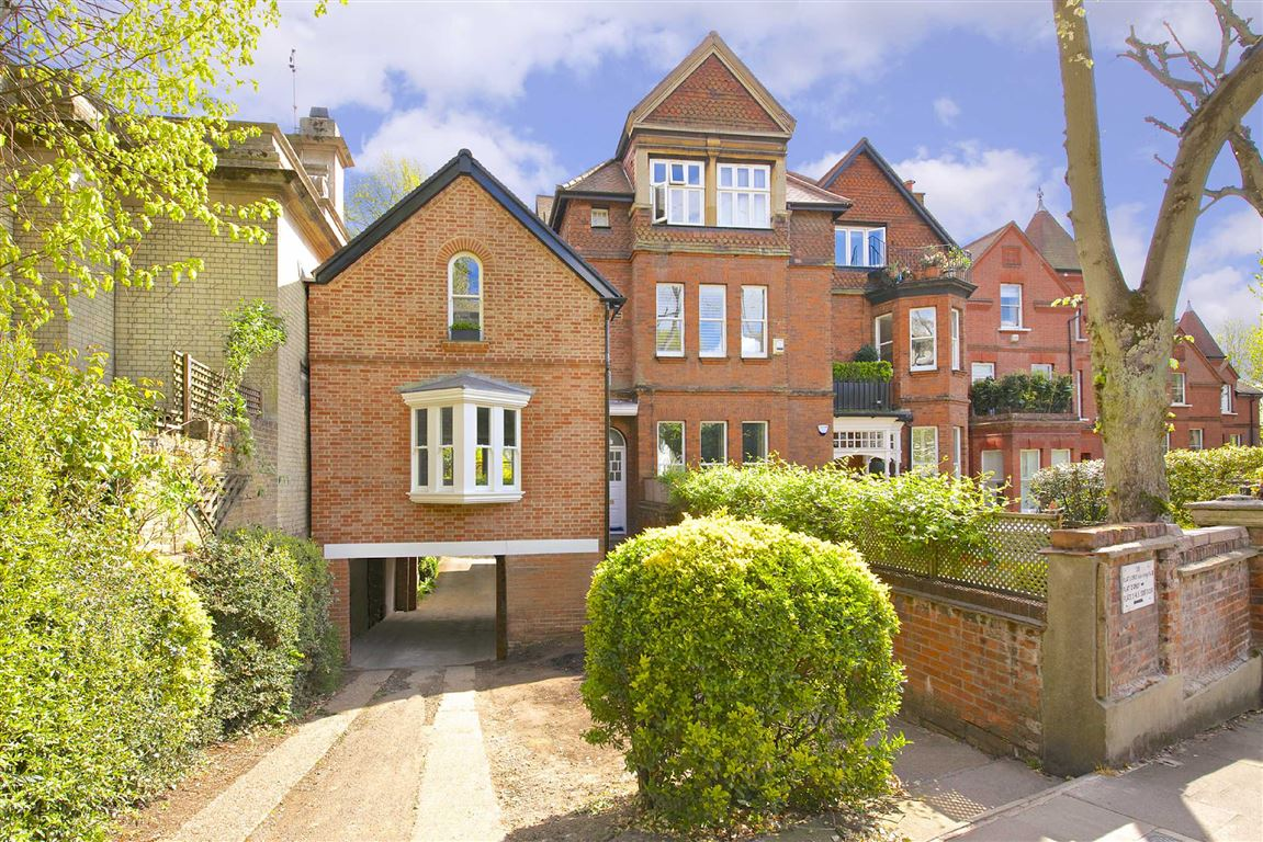 2 Bedrooms Flat for sale in Netherhall Gardens, London, NW3