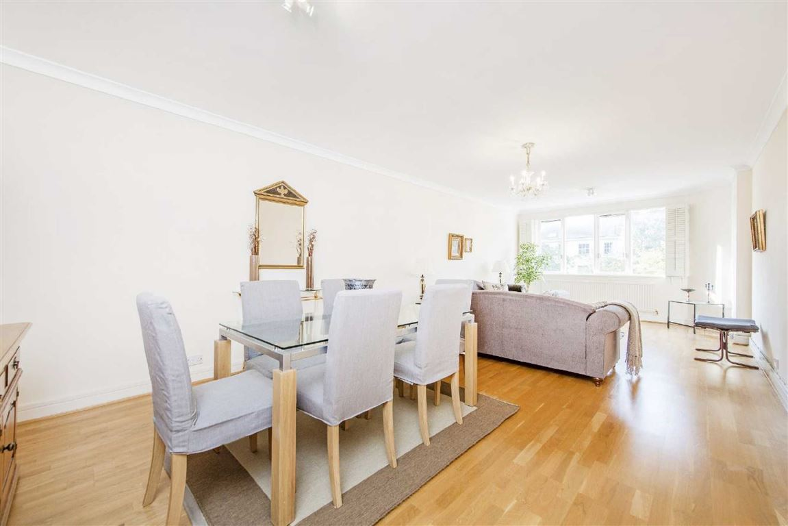 3 Bedrooms Flat for sale in Cavendish House, St John's Wood, NW8