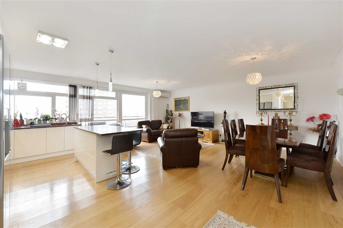 3 Bedrooms Flat for sale in Sheringham, London, NW8